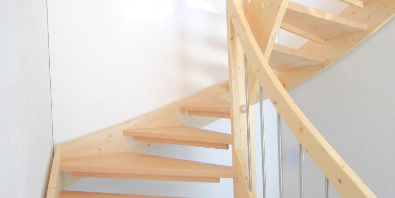 Treppe Eckreihenhaus Mauren