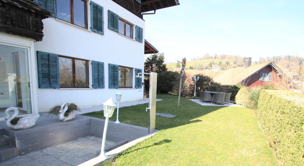 3,5 Zimmerwohnung mit einzigartigem Wintergarten, Grünfläche und Weitblick | Eschen